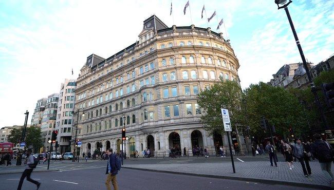 Пинчук - офисный центр на улице Найтсбридж Лондона,