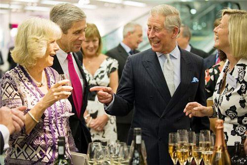 9. Принц Чарльз явный актер, где-то даже комедийного жанра.