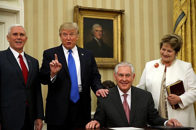 Трамп Тиллерсон за столом