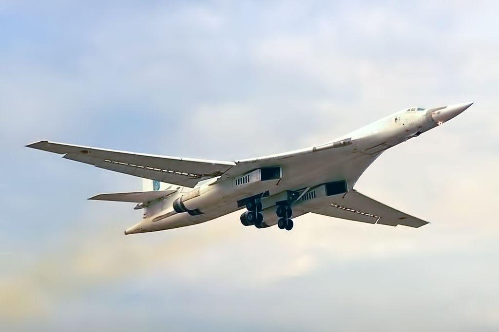 самолет Ту-160-