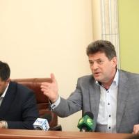 Тільки що був поруч, а вже нема: мер Буряк оформив відпустку на день, коли підписувалася рішення про вирубку вирубку 566 дерев  в парку навпроти «України»