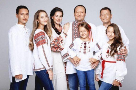 Брыль с семьей