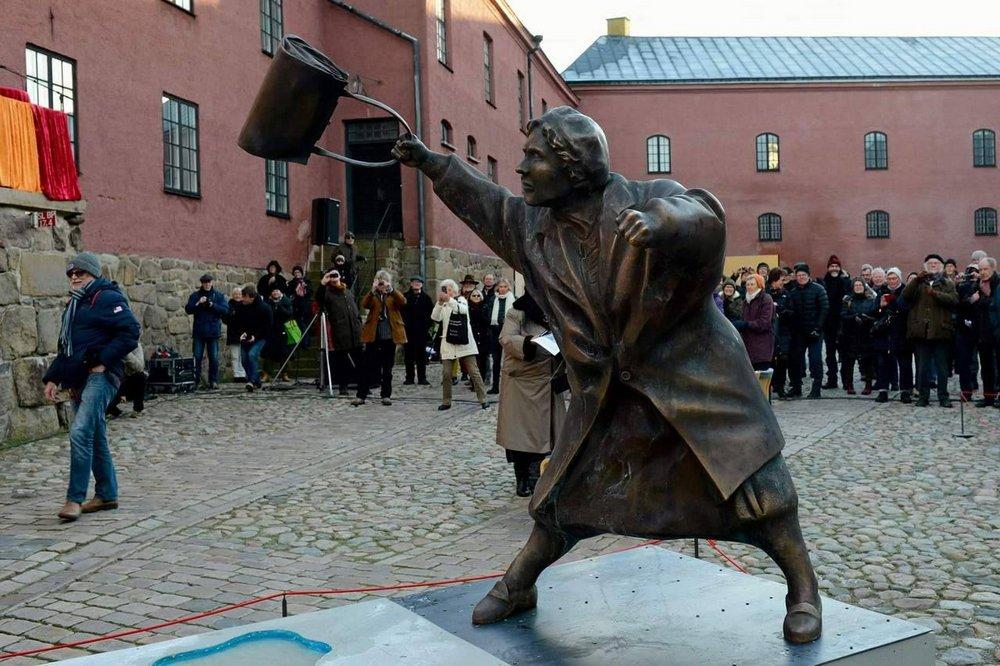 Памятник Дануте Даниэльссон