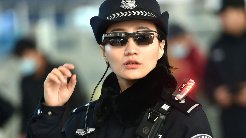 полиция Китая спецочки для распознавания лиц