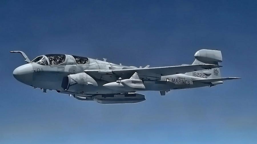 самолёт EA-6 Праулер Корпуса морской пехоты США