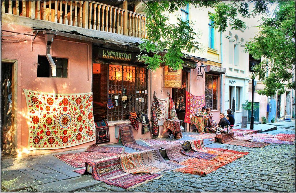 Грузия улица Шардени в Тбилиси